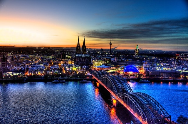 Köln ist die größte Stadt und kulturelles Zentrum von NRW
